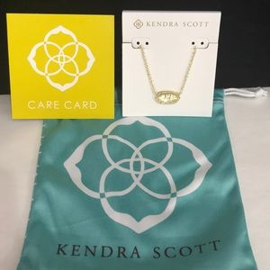 NWT. Kendra Scott Elisa necklace. April Stone.